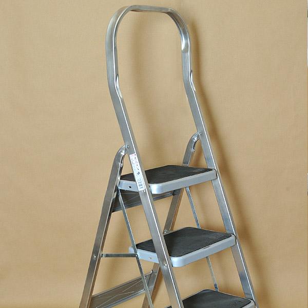 Οικιακή σκάλα αλουμινίου με πλατύ σκαλοπάτι 25cm