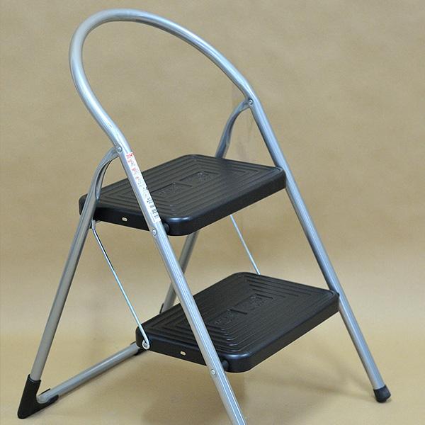 Οικιακή σκάλα σιδήρου με πλατύ σκαλοπάτι 25cm